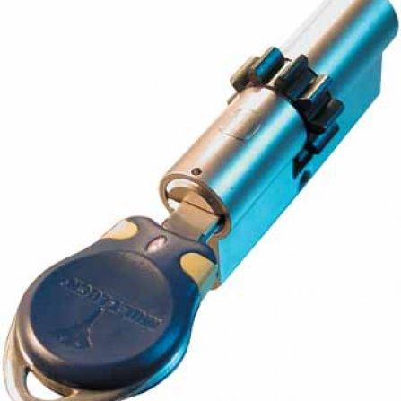 Elektro-mechatronické vložky CliQ